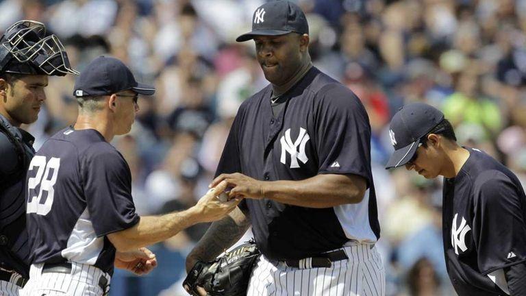 New York Yankees manager Joe Girardi (28) takes