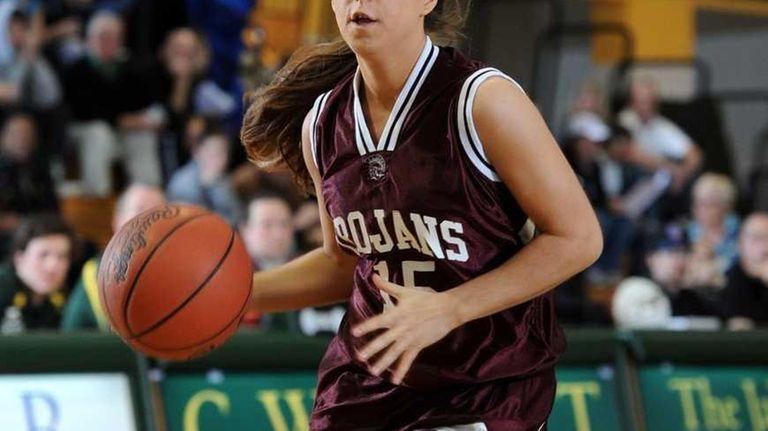 Garden City's Jess Stein (15) controls the ball