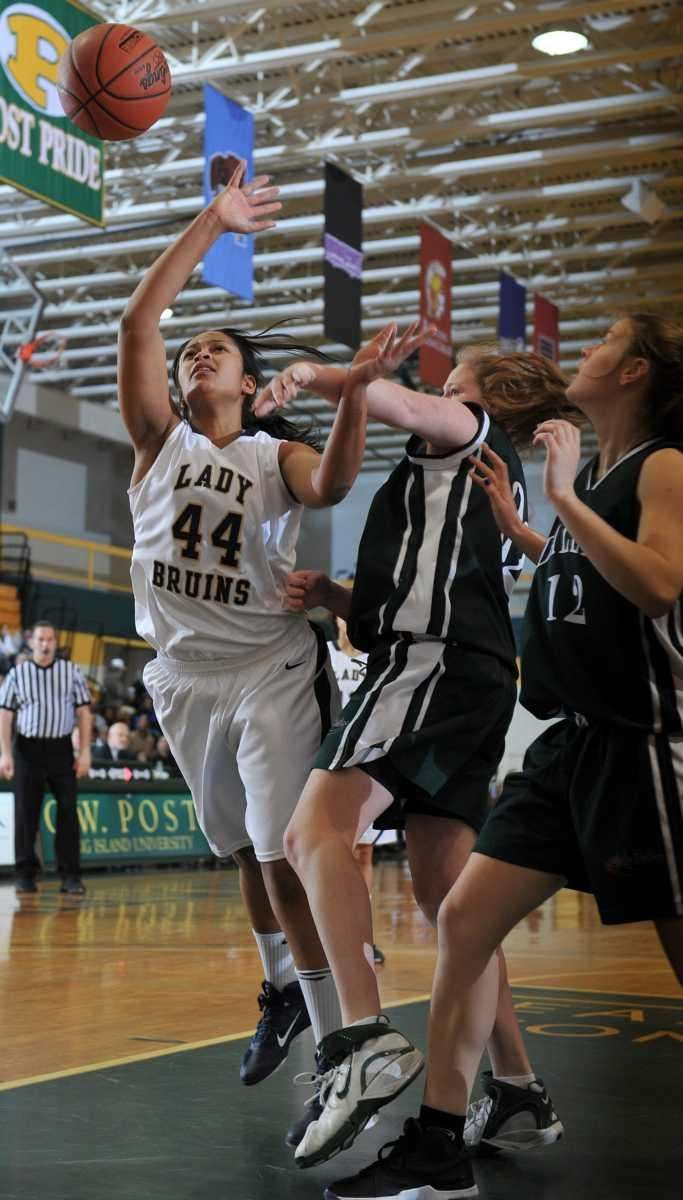 Baldwin sophomore Janae De Graff (44) drives to