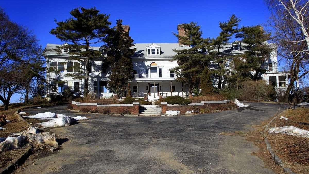 39 Gatsby 39 Place Joins Doomed Mansions List Newsday