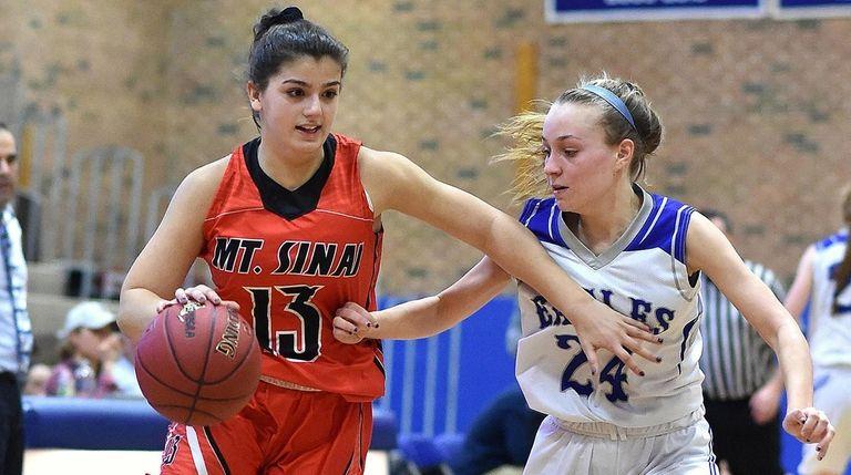 Brooke Cergol #13 of Mt. Sinai, left, gets