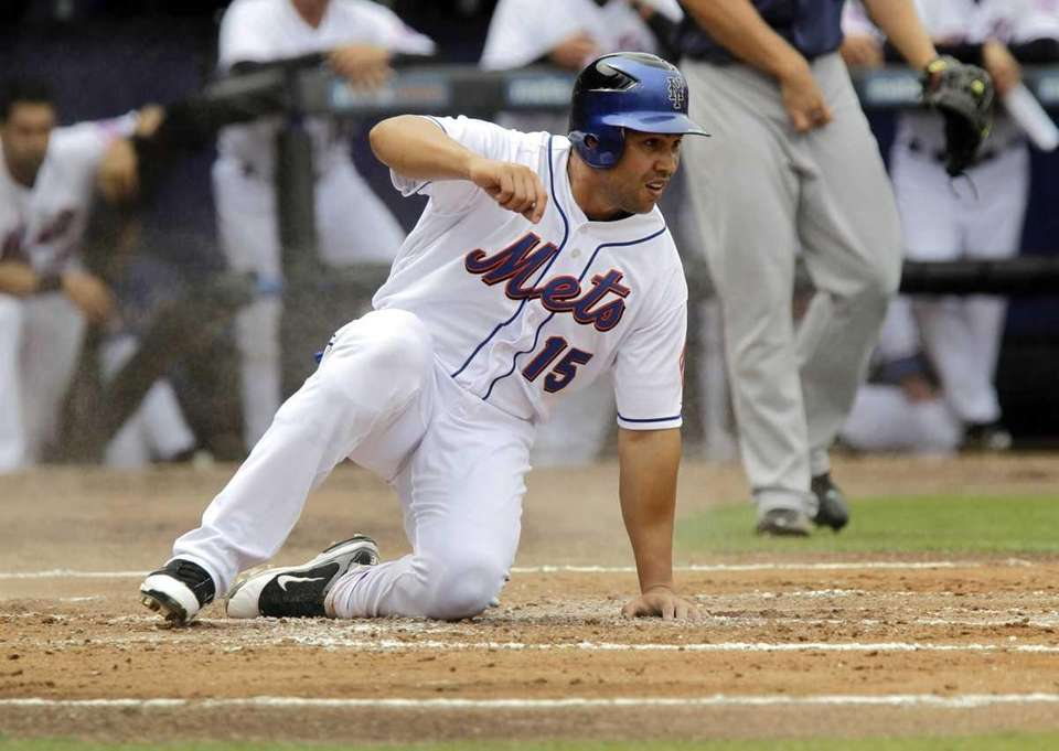 New York Mets' Carlos Beltran (15) slides safely