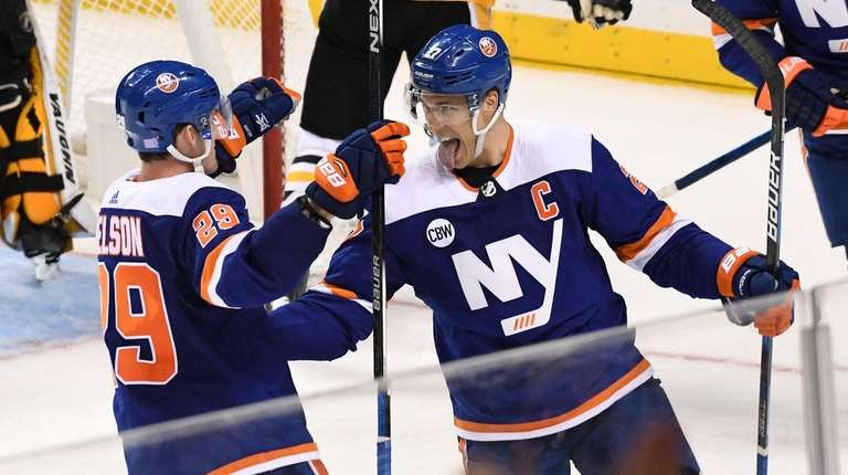 Islanders left wing Anders Lee celebrates with Islanders