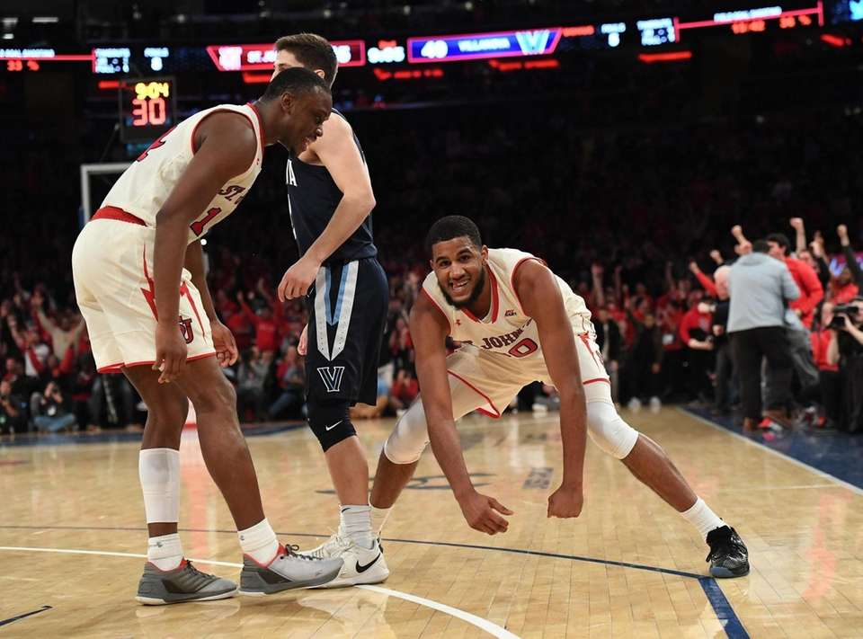 St. John's guard LJ Figueroa, right, and guard