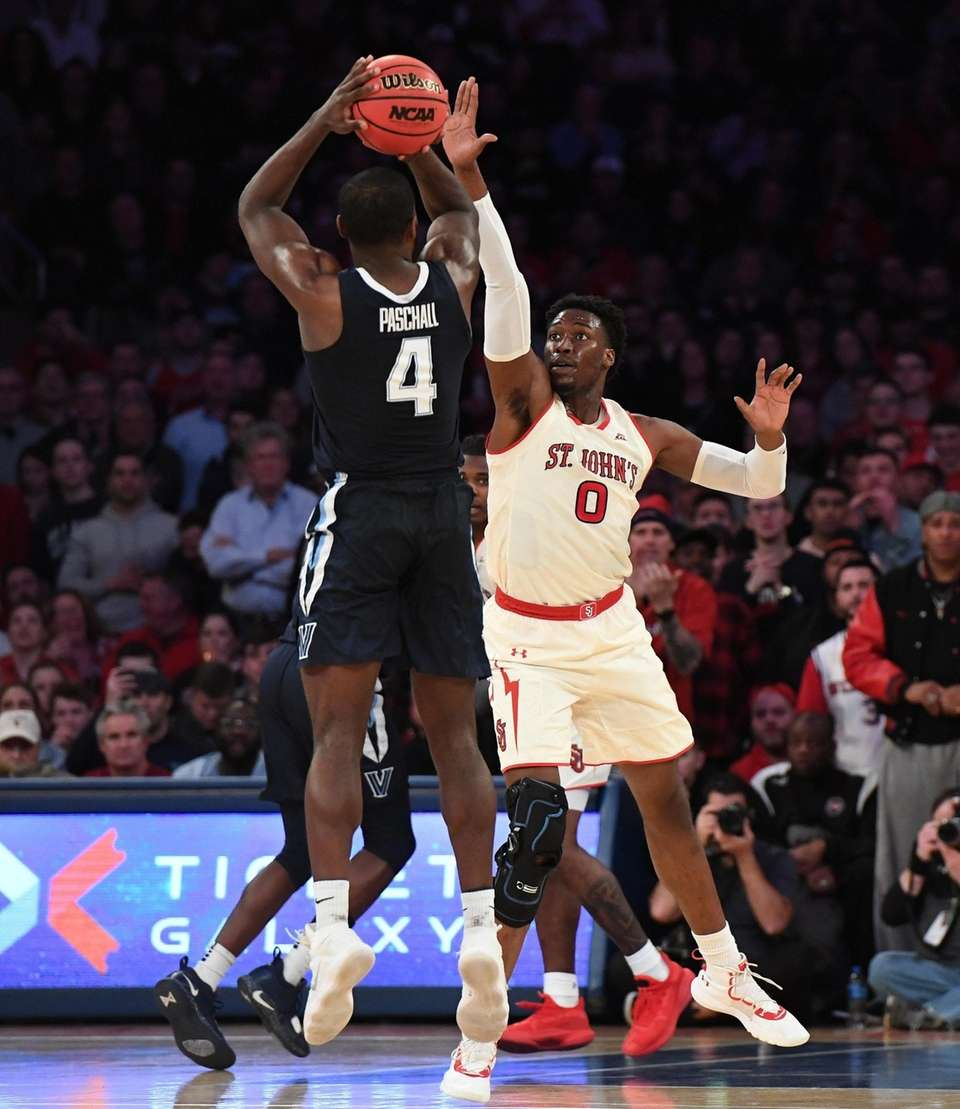 St. John's forward Sedee Keita defends a shot