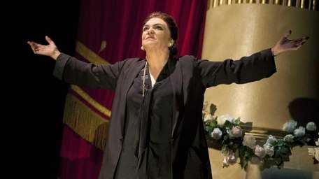 Tyne Daly comes to Tilles Center