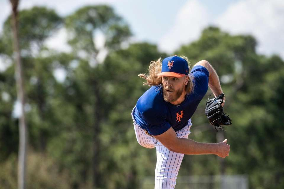 New York Mets pitcher Noah Syndergaard throws a