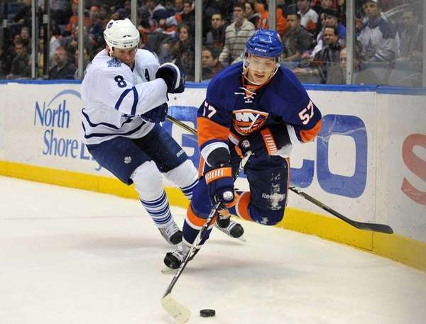 \New York Islanders right wing Blake Comeau (57)