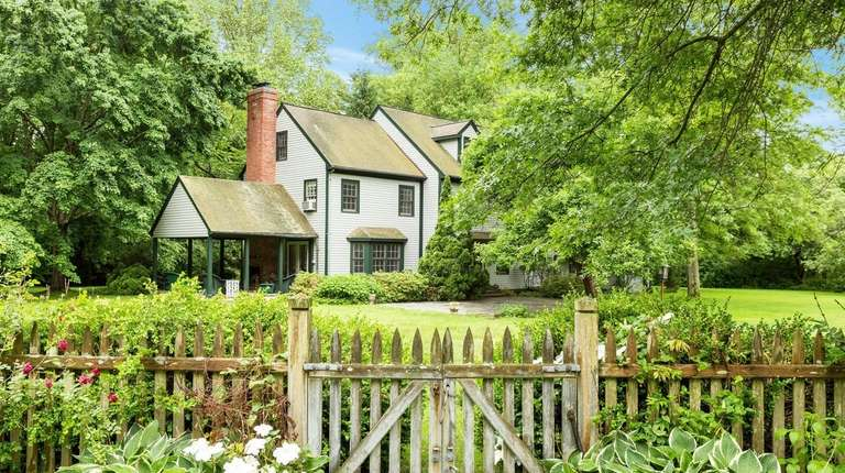 Muttontown horse property lists for $1.99M