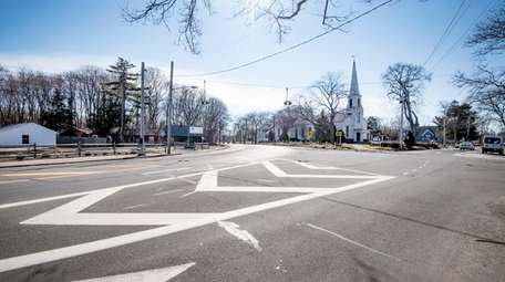The intersection of Main Road, Sound Avenue, and