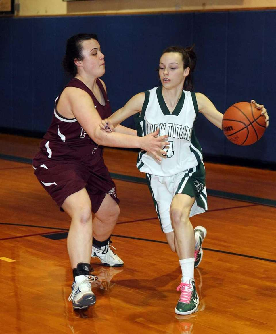 Holy Trinity's Kaitlin Lavelle (4) drives the baseline