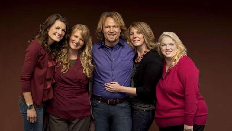 Kody (center) with sister wives (L to R)