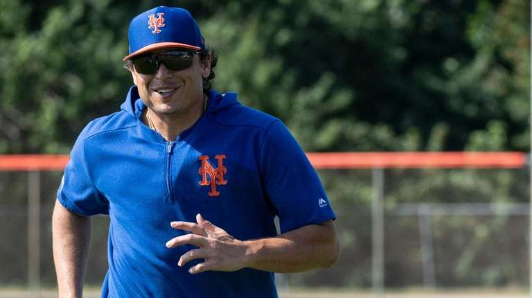 Mets pitcher Jason Vargas runs during a spring