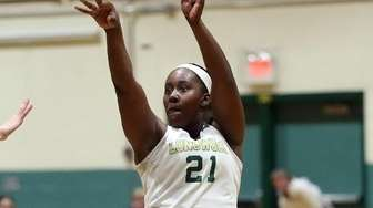 Longwood's Nyia Longford (21) shoots from the top