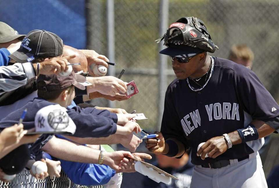 New York Yankees center fielder Curtis Granderson leans