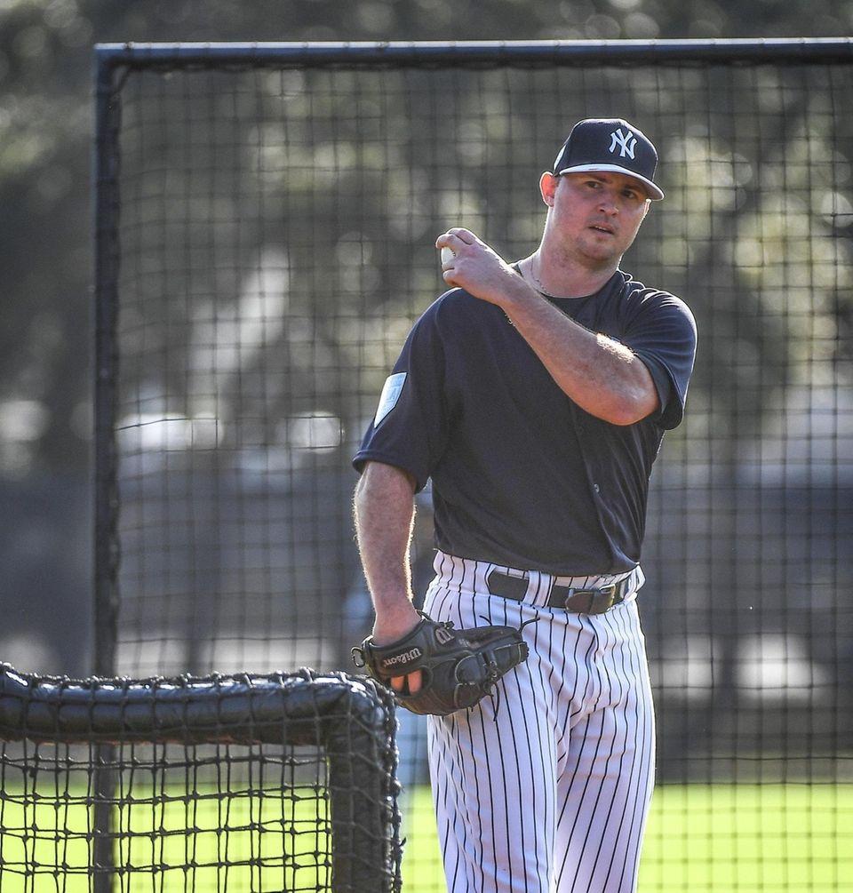 New York Yankees Pitcher Zack Britton throws live