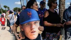 Mets fans show their support for Noah Syndergaard