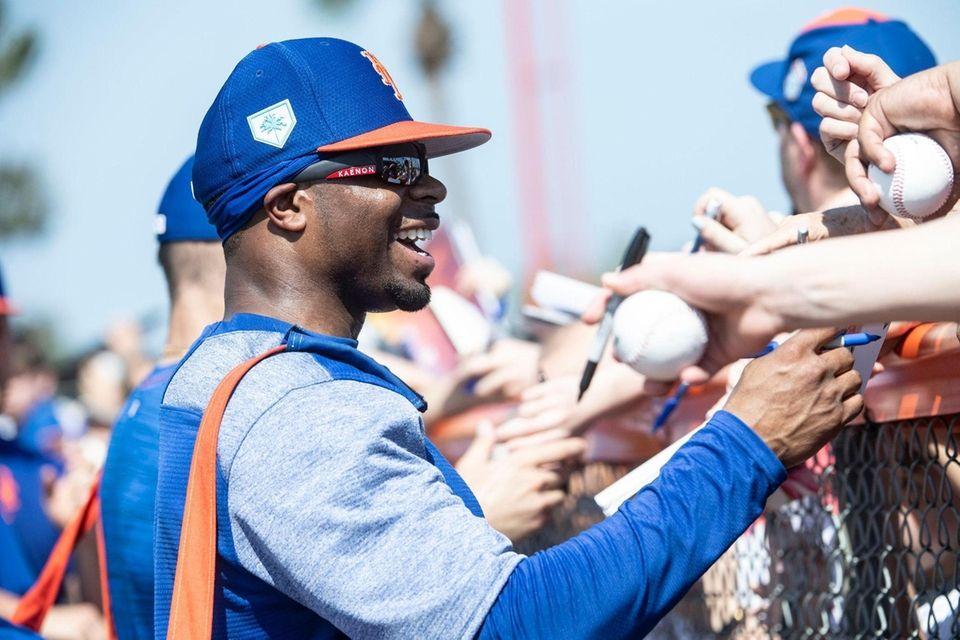 New York Mets outfielder Rajai Davis signs autographs