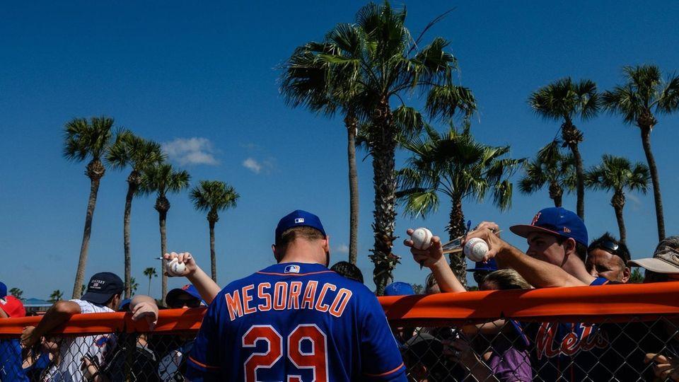 New York Mets catcher Devin Mesoraco signs autographs