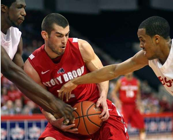 Stony Brook's Danny Carter fights off Boston U.'s