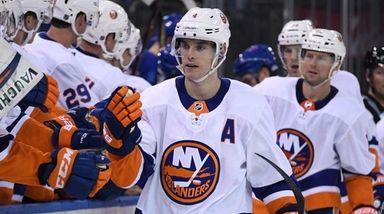 Islanders players congratulate defenseman Thomas Hickey after he