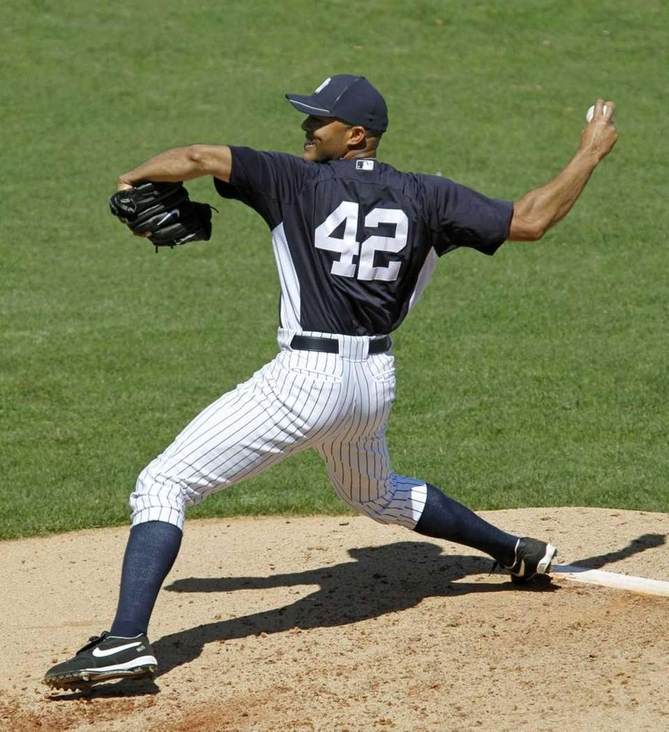 New York Yankees relief pitcher Mariano Rivera winds