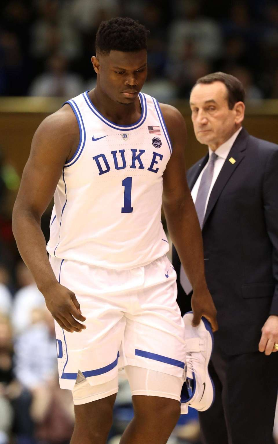 Head coach Mike Krzyzewski watches Zion Williamson of