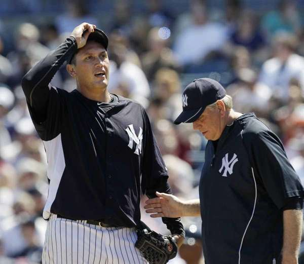 New York Yankees pitching coach Larry Rothschild, right,