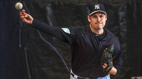 Yankees reliever Adam Ottavino throws a bullpen session