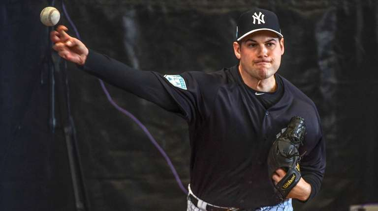 Yankees reliever Adam Ottavino throws a bullpen session