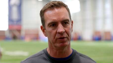 New York Giants secondary coach Lou Anarumo at
