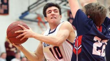 Manhasset's Louis Perfetto on the drive during the