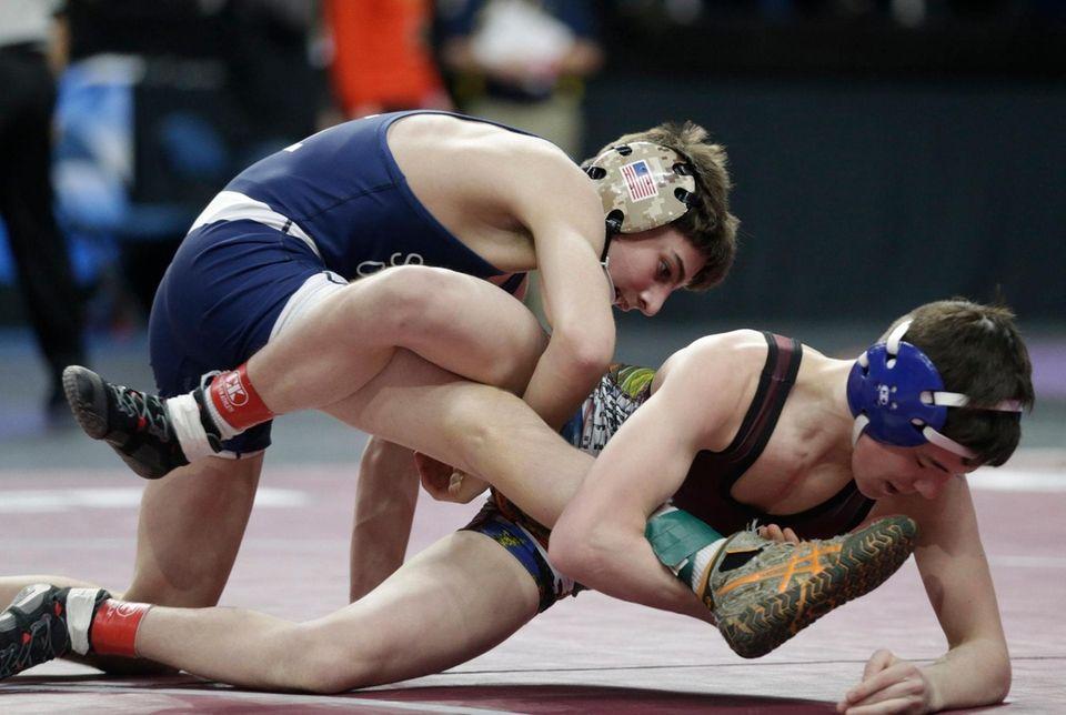 Joe Sparacio, Bayport-Blue Point vs Caleb Svingala, Maple