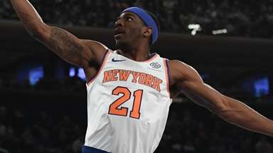 Knicks guard Damyean Dotson puts in a layup