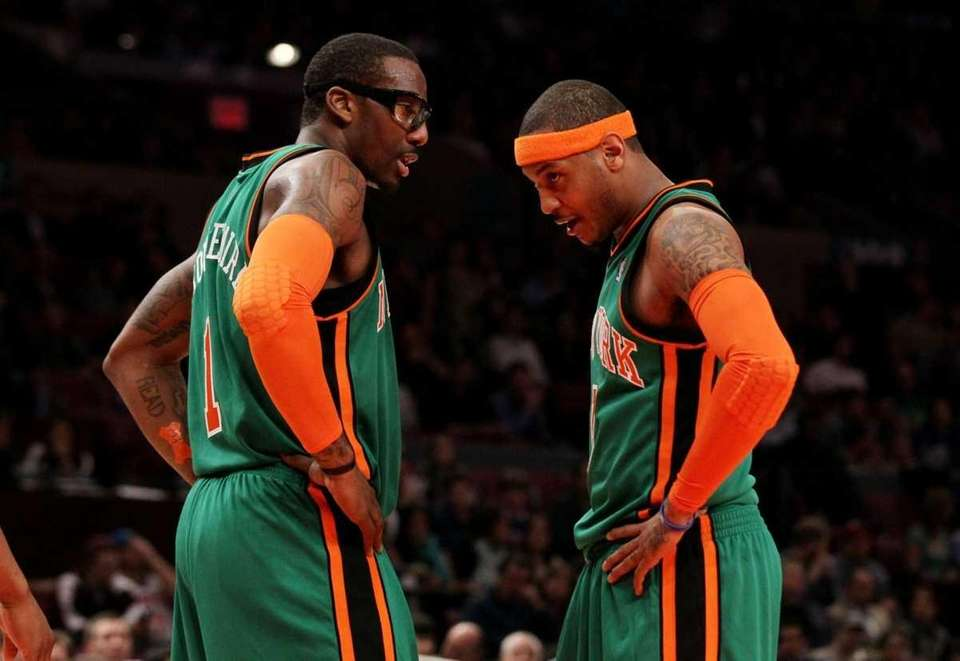 Amar'e Stoudemire, left, and Carmelo Anthony talk during