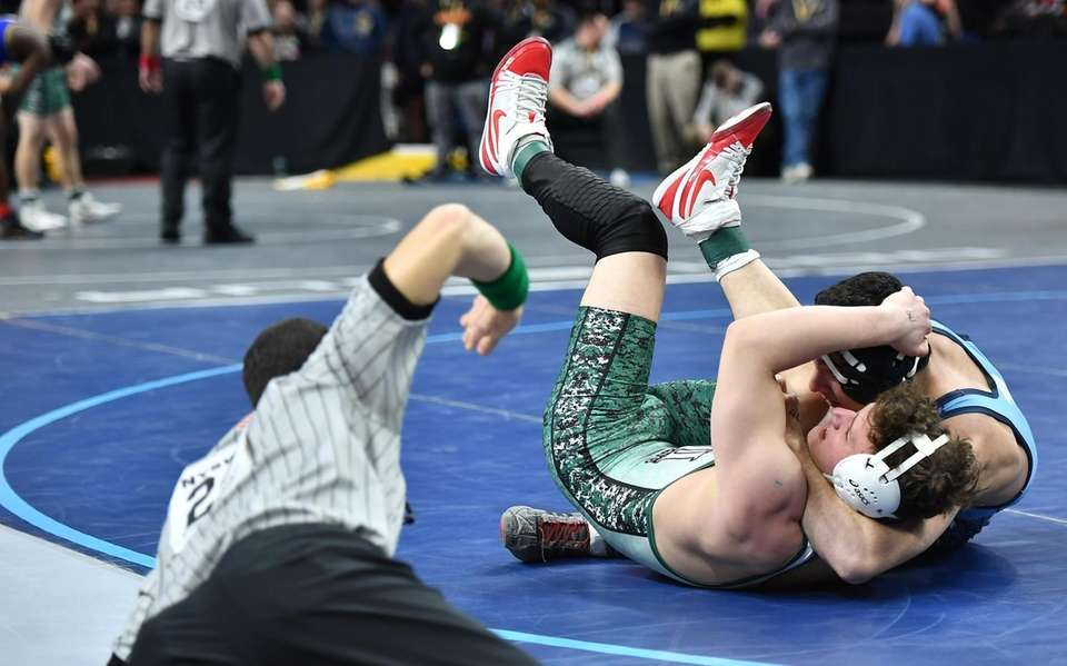 JD Moore, Levittown is pinned by Aaron Wolk,