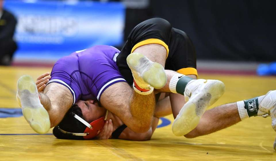 Josh Encarnacion,Wantagh is pinned in 1st period by