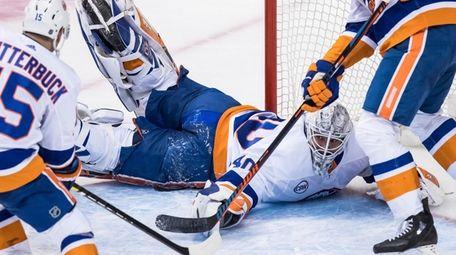 Islanders goalie Robin Lehner sprawls across the goal