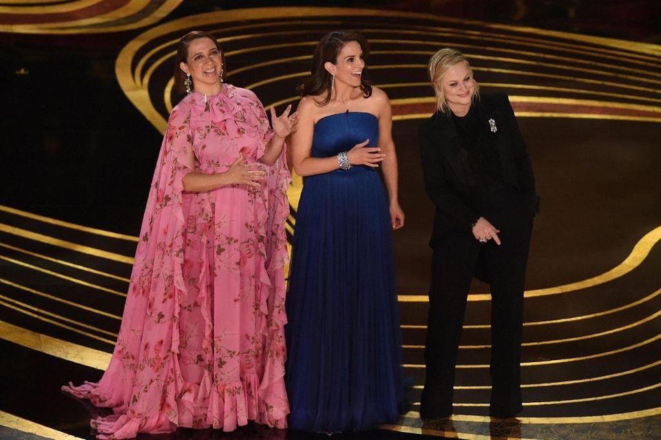 Comedians Maya Rudolf (L), Amy Poehler (R) and
