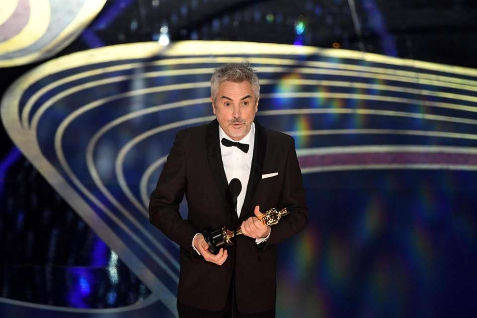 """Best Cinematography nominee for """"Roma"""" Alfonso Cuaron accepts"""