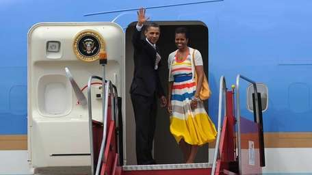 President Obama and First Lady Michelle wave from