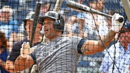 Yankees outfielder Aaron Hicks takes batting practice at