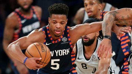 Knicks guard Dennis Smith Jr. (5) fends off