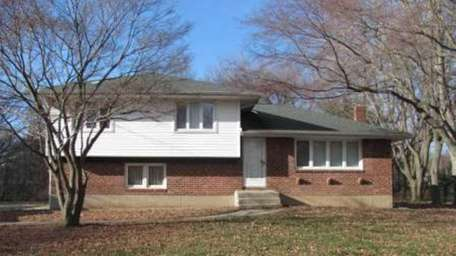East Northport 11 Julia Ct. $428,000 Much of