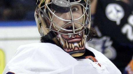 New York Islanders goalie Al Montoya (35) keeps