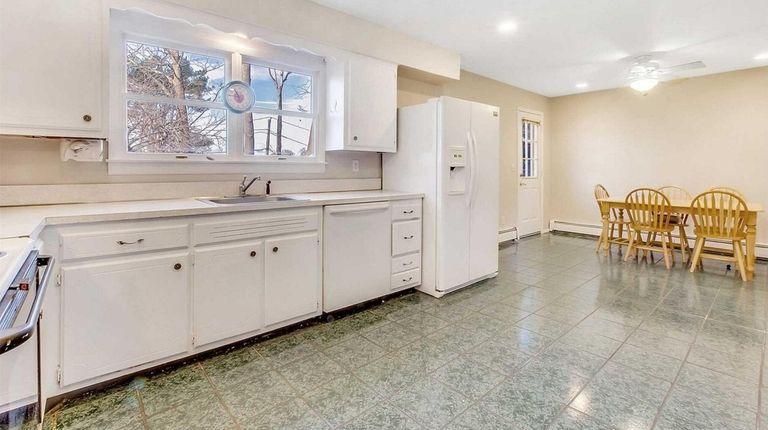 3 Homes On Market Near Long Island S Median Home Sales