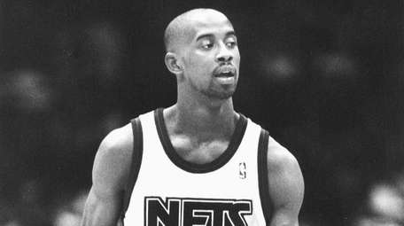 The Nets' Kenny Anderson beings the ball upcourt