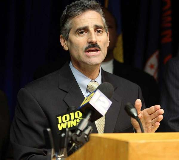 Suffolk County Executive Steve Levy speaks to the