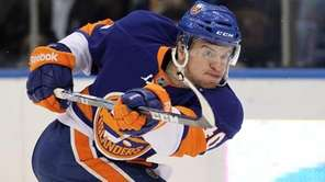 The Islanders' Michael Grabner shoots the puck in