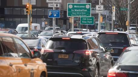 Vehicles arrive in Manhattan after crossing the Williamsburg